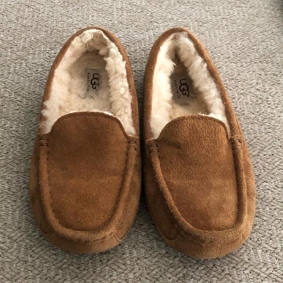 b5f9a002f22 Ugg Slippers - 3